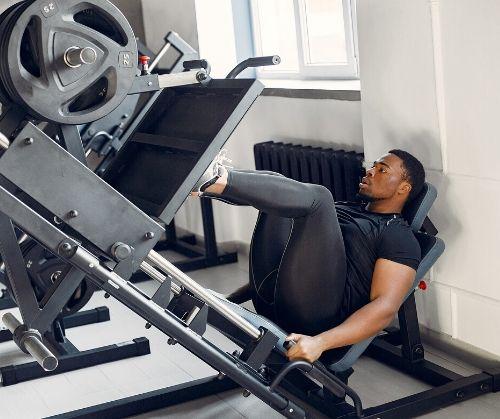 Фиксиране на стъпалата при упражнения за крака.