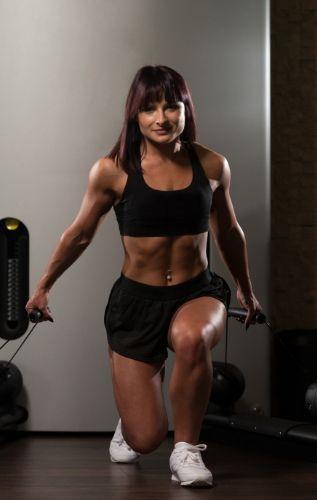 Безопасно трениране на краката - не се прегърбвайте, тренирайте подколенните ссухожилия.