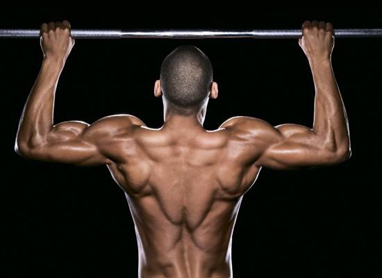 Упражнение със свиване на лопатките за страхоно оформен гръб,