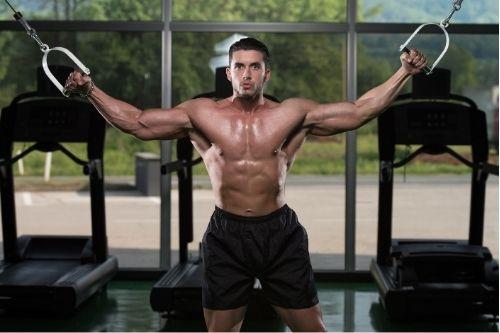 Ефективни упражнения с кросоувър за гръб и гърди.