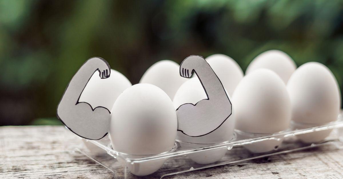 Ползата на яйцата за големи мускули се крие във високото съдържание на белтъчини и умереното съдържание на холестерол в състава им.