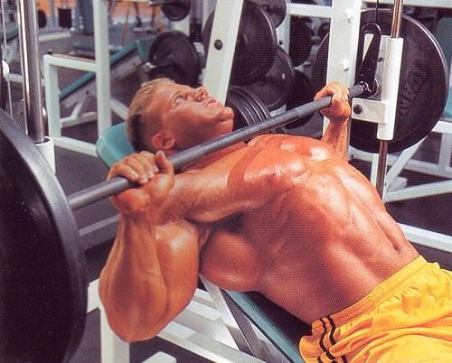 Упражнения на машината на Смит.