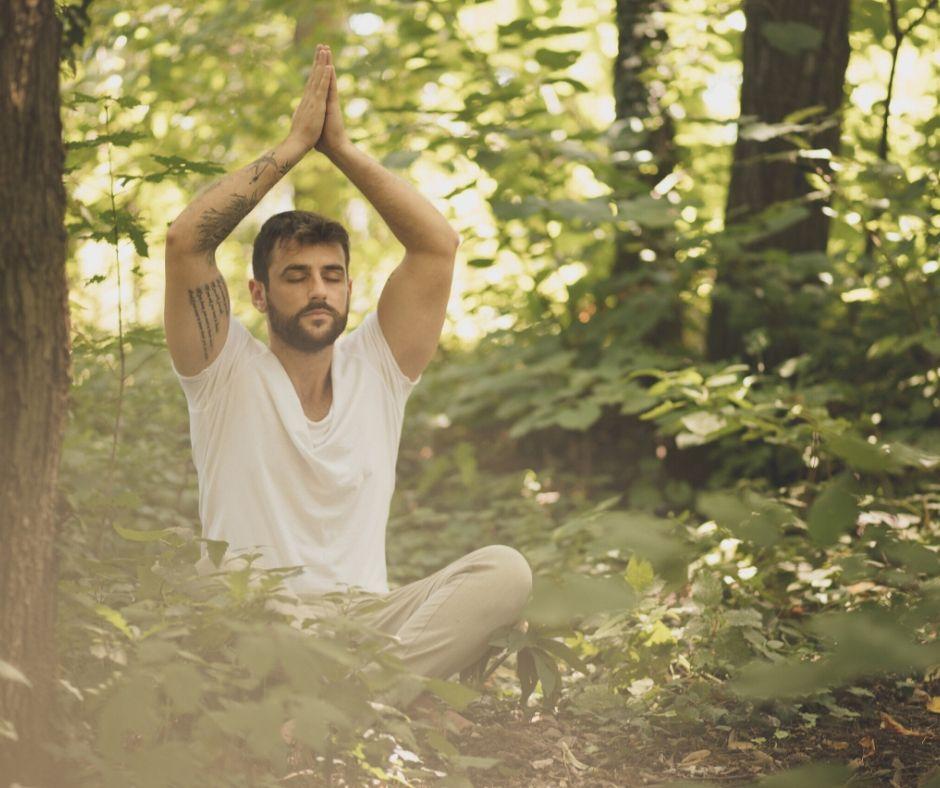 Йогата подобрява дишането, прави тялото по-гъвкаво, увеличава диапазона на движенията.
