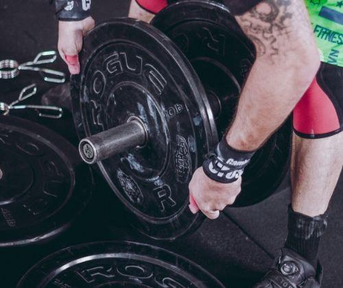 Фитнес уреди и аксесоари за тренировка за крака и седалищни мускули.
