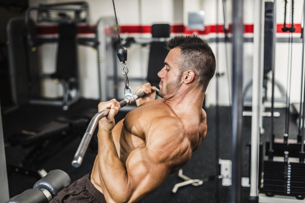 Тяга на горен блок за увеличаване мускулната маса.