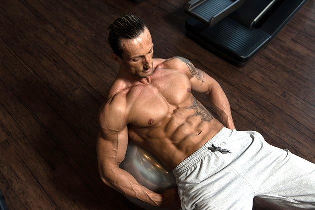 Упражнение умрял бръмбар за стягане на коремните мускули.