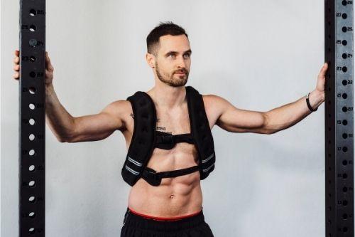 Жилетки за фитнес и утежнители - торби с пясък за ефективна тренировка.