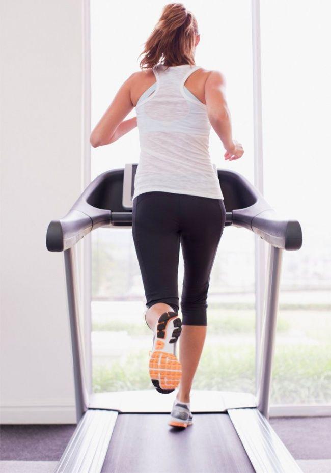 Бягащата пътека е удобен начин за тренировка у дома или във фитнес залата