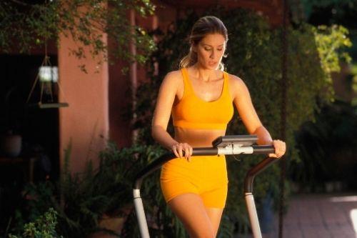 Как се бяга на бягаща пътека с цел отслабване и горене на излишни килограми?