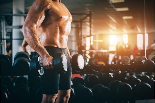 Фитнес аксесоари и спорти уреди за изолирани упражнения в залата и за домашни тренировки.