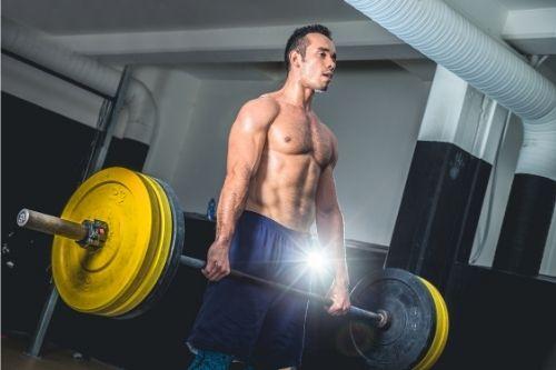 Изолирани упражнения за увеличаване мускулите на гърба и гърдите.