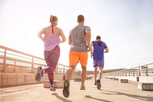 Сутрешните кардио упражнения на празен стомах помагат за отслабване.