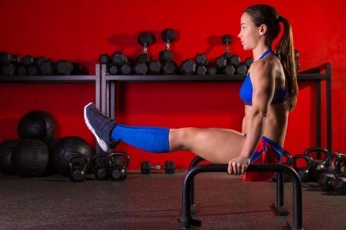 Ниската успоредка за кросфит, с която могат да се правят лицето опори и други упражнения, се нарича паралети.