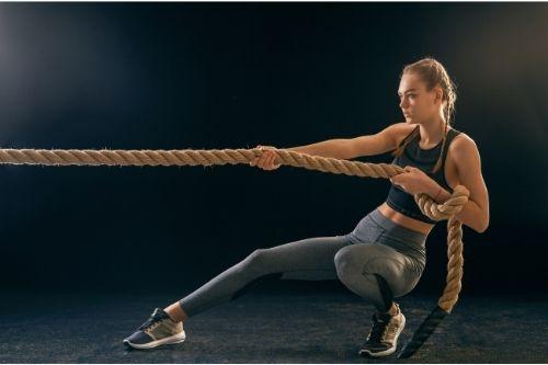 Кросфит са специални кръгови тренировки за трениране на сила, ловкост и издръжливост.