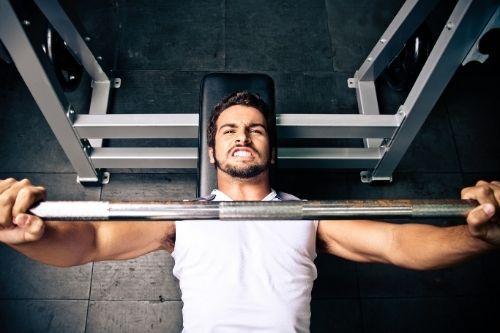 Домашни тренировки с фитнес лежанка за преса.