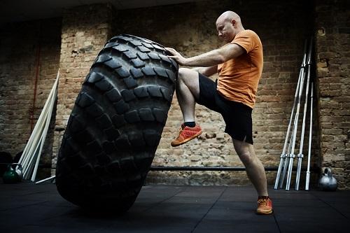 Тренировки по пауърлифтинг всеки ден за увеличаване на силата и извайване на симетрична мускулатура.