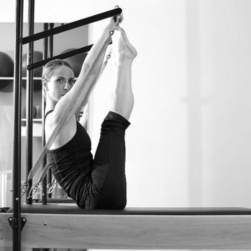 Пилатес системата за упражнения е перфектен начин за отслабване, стягане на тялото и оздравяване и е подходяща за всяка възраст.