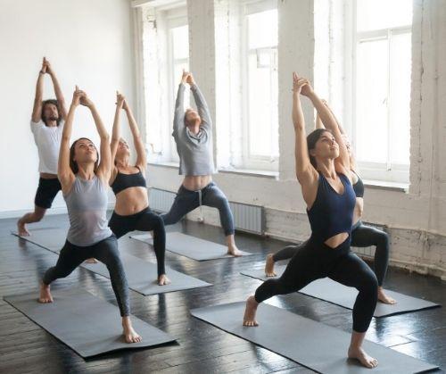 Пилатес системата за тренировки помага да се горят мазнините, да се стяга тялото и да се тонизира организмът.