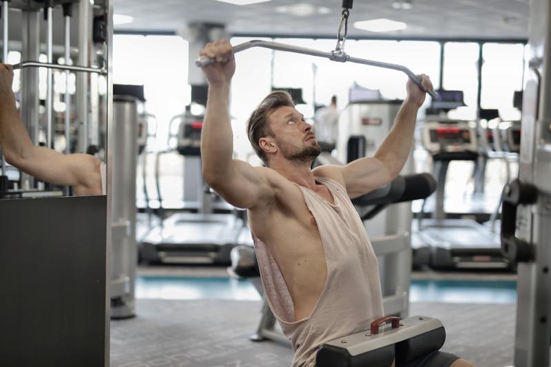 Преди тренировката за бицепси, трябва да започнете с упражненията за гръб.