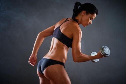 Силовите тренировки за жени са полезни за топене на мазнини и извайване на сексапилна фигура и стегнато тяло.