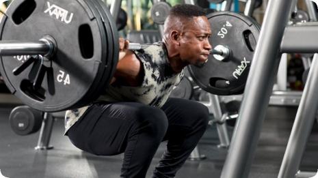 Различни упражнения за уголемяване на мускули с малки почивки между сериите.