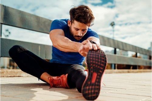 Стречинг - разтягане на стави, връзки, мускули в тялото за възпрепятстване на травми по време на соли или кардио тренировки.