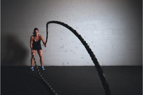 Колко дълго, тежко и от какъв материал трябва да е въжето за кросфит тренировки?