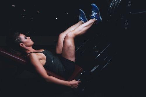 Комбинираните фитнес уреди са мултифункционални и пестят място, удобни са за домашни тренировки.