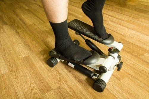 Мини степер е аналог на степерите във фитнес залите, които имитират изкачване на стъпала.