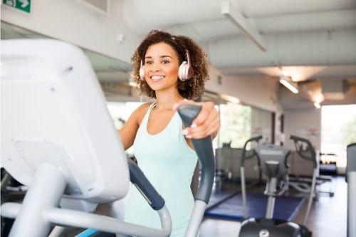 Изключително универсален кардио уред във всяка фитнес зала е елиптичният кростренажор, познат и като орбитек.