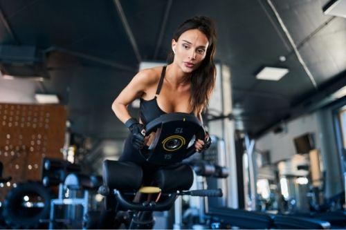 Хиперекстензия е тренажор за силови тренировки, с който се тренира средната и долната част на тялото.