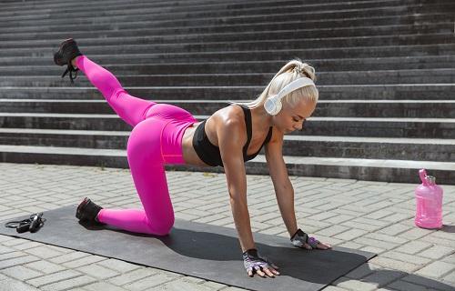 1шейпинг е ритмична тренировка за стягане на тялото, ободряване, тонизиране, извайване на хубава фигура и стегнато тяло.