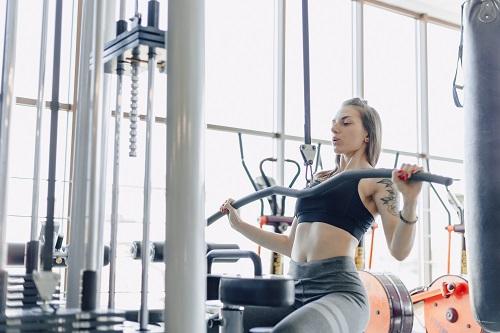 Силови и кардио уреди за активни спортисти.