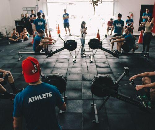 Гребен тренажор е перфектен фитнес уред за трениране мускулите на цялото тяло.