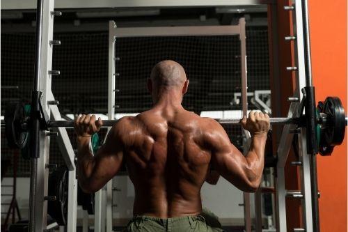 Ефективен фитнес уред за увеличаване на мускулната маса и заздравяване на тялото е машината на Смит.