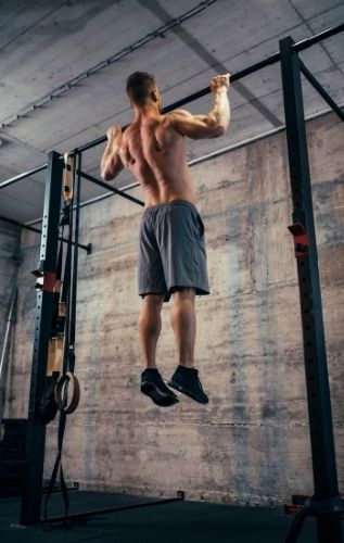 Уредите със собствено тегло са ефикасни тренажори за силови упражнения.