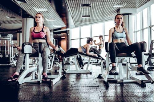 Силови уреди във фитнес залите - блокови и лостови.