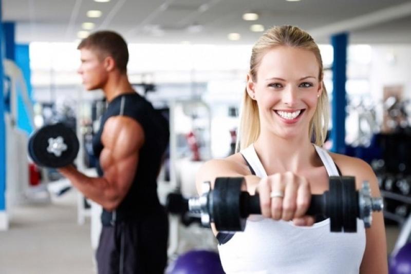 Тренировки за начинаещи с кардио уреди, силови тренажори, свободни тежести.