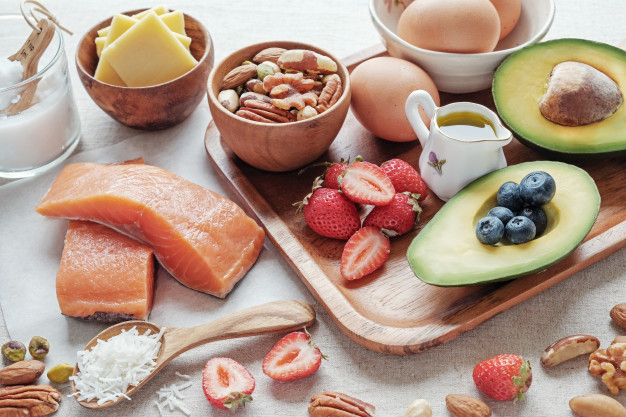 За увеличаване обема на мускулите трябва да се приемат повече протеини, въглехидрати, мазнини и да се правят комбинирани упражнения
