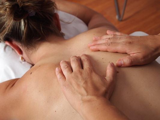 Масажът облекчава болките в мускулите