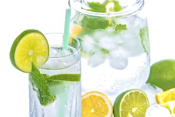 Поддържането на хидратацията е от първостепенно значение за цялостното здраве, включително когато става въпрос за възстановяване на мускулите.