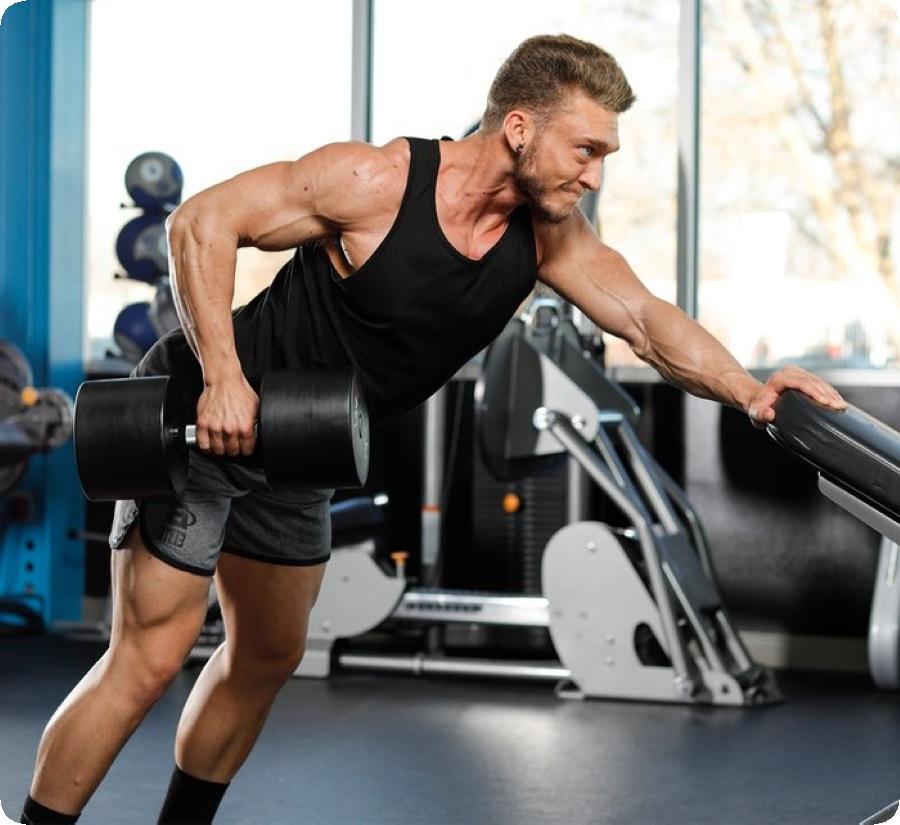 За увеличаване на мускулната маса във фитнес залата трябва да се тренира постоянно и интензивно.
