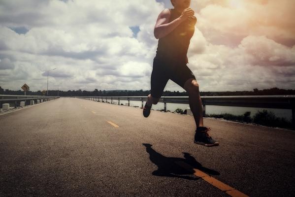 Говоренето по време на тренировка е наред, докато сърдечната честота остава повишена и фокусът е върху Вашата тренировка