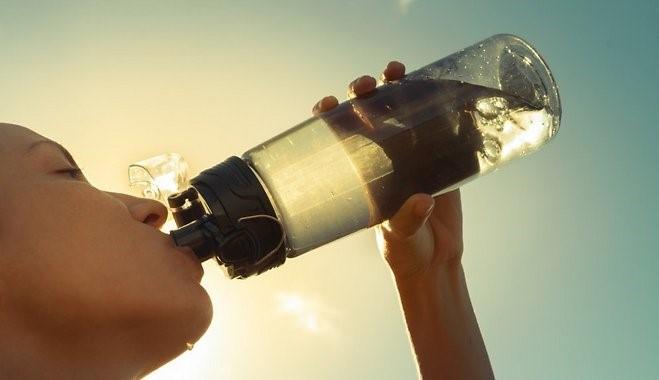 Пийте повече вода, за да прочистите организма си и да провокиране горенето на мазнини.