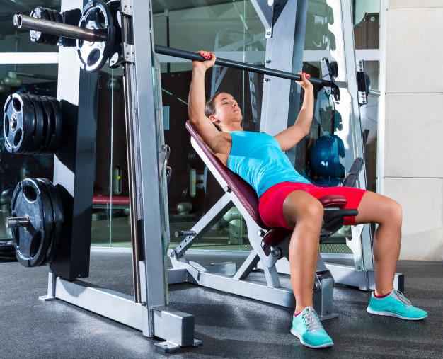 Уредът на Смит е опасен за жени, особено ако нямат опит с фитнес тренажорите.