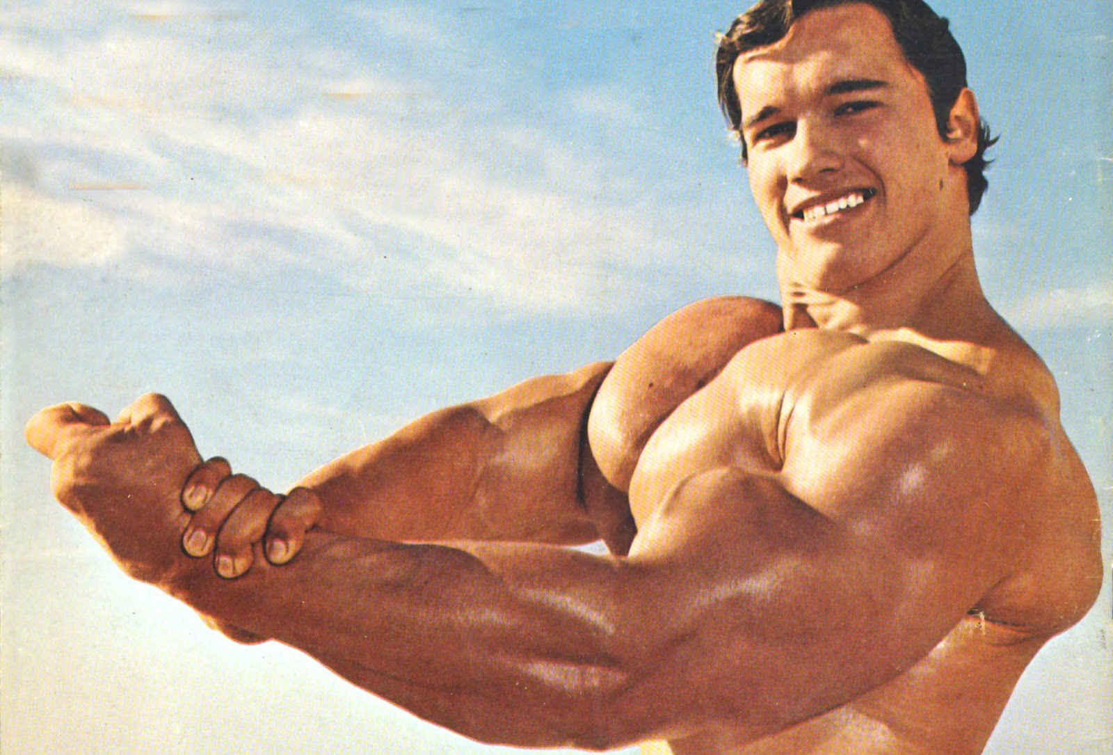 Арнолд Шварценегер е многократен шампион на бодибилдинг състезанието Мисър Олимпия.