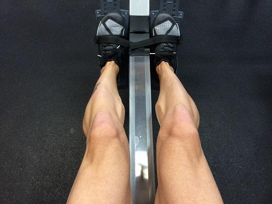 Гребането е отлична кардио тренировка, насочена към основните задни мускули.
