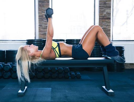 Съединяващи силови упражнения за по-успешно постигане на фитнес целите за жени - отслабване, стягане на тялото.