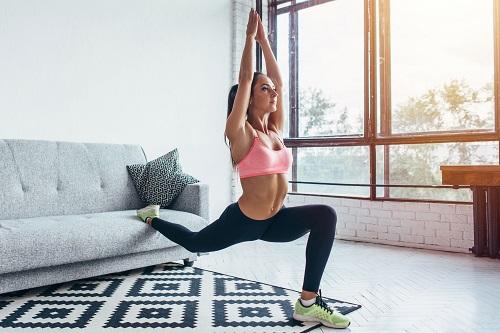 Почивка и високоинтензивни интервални тренировки за жени за успешен прогрес във фитнес.