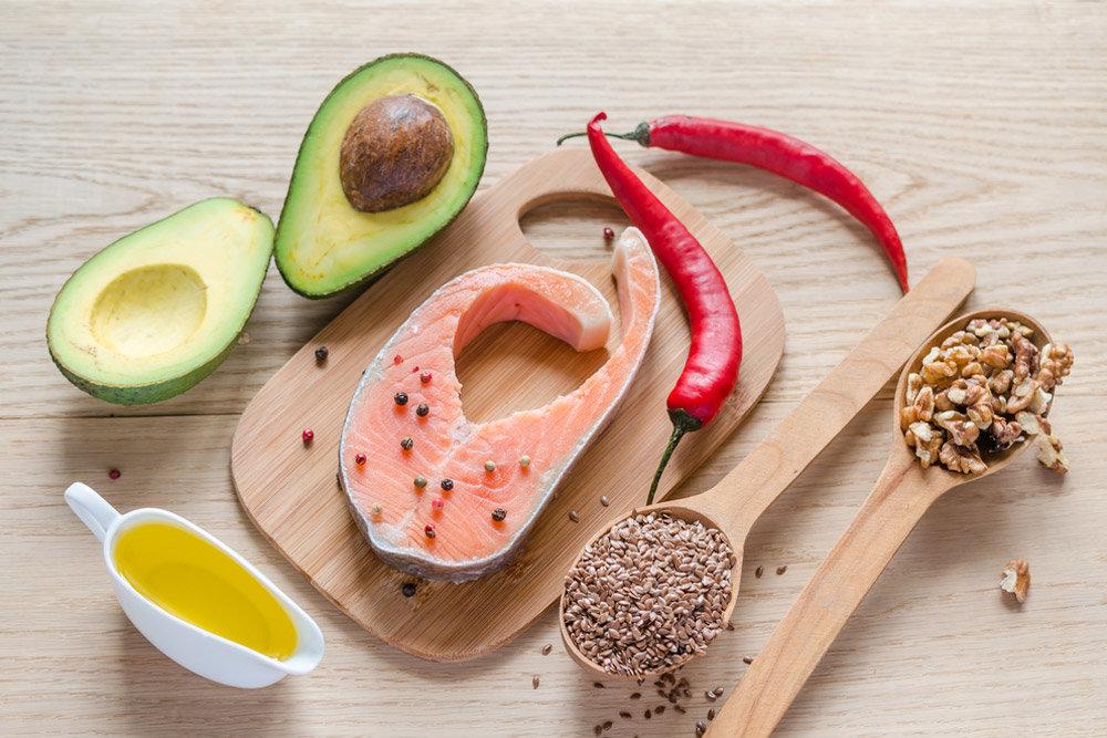 Важен компонент в хранителния режим при тренировки за увеличаване на мускулната маса и за отслабване, горене на мазнини, е употребата на полезни мазнини.